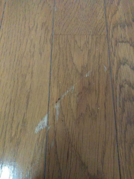 金庫を落としてついたフローリング(床)のキズ補修(茨城県つくば市)