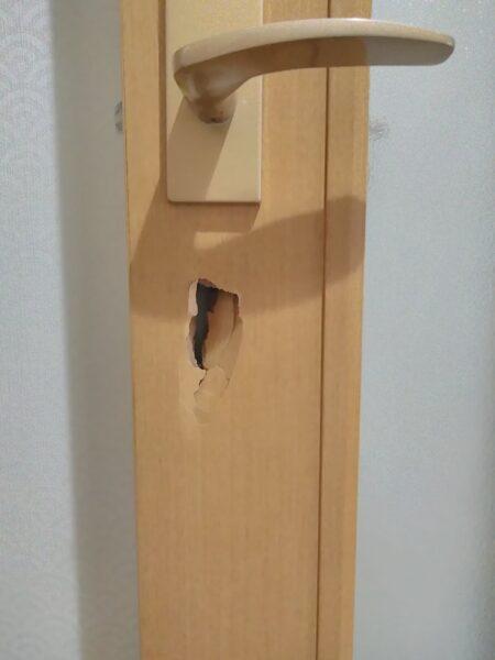 【インタビュー動画あり】うっかり空けてしまった「ドア穴」の補修(千葉県松戸市・Y様)
